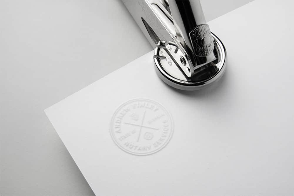 logo展示psd样机白卡凸印钢印效果图