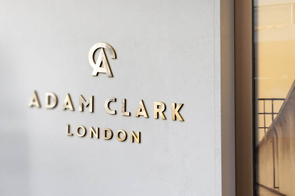 logo展示psd样机白墙金属立体字效果图