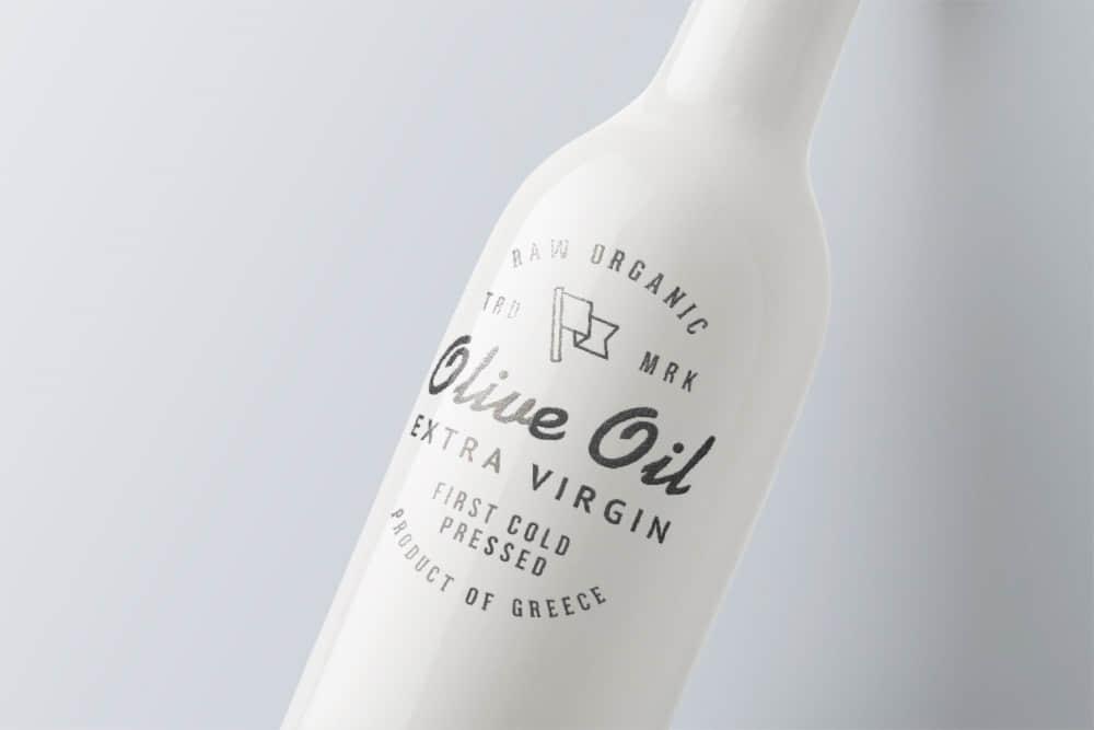 logo展示psd样机白色红酒瓶效果图