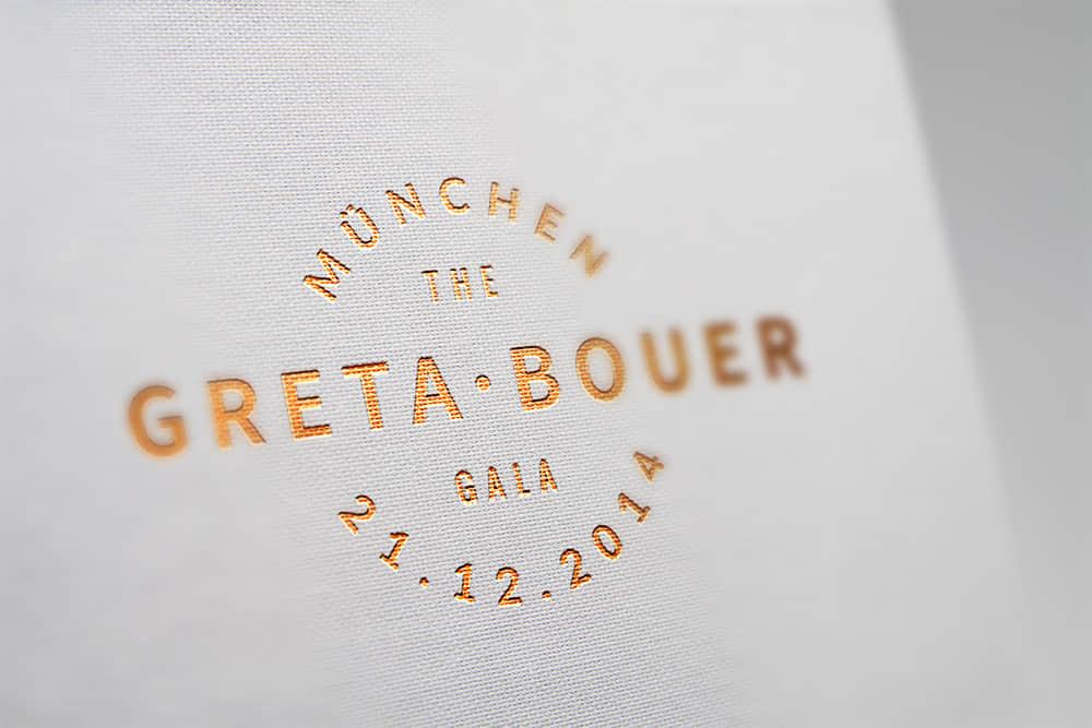 logo展示psd样机白色特种纸网纹纸压印烫金效果图
