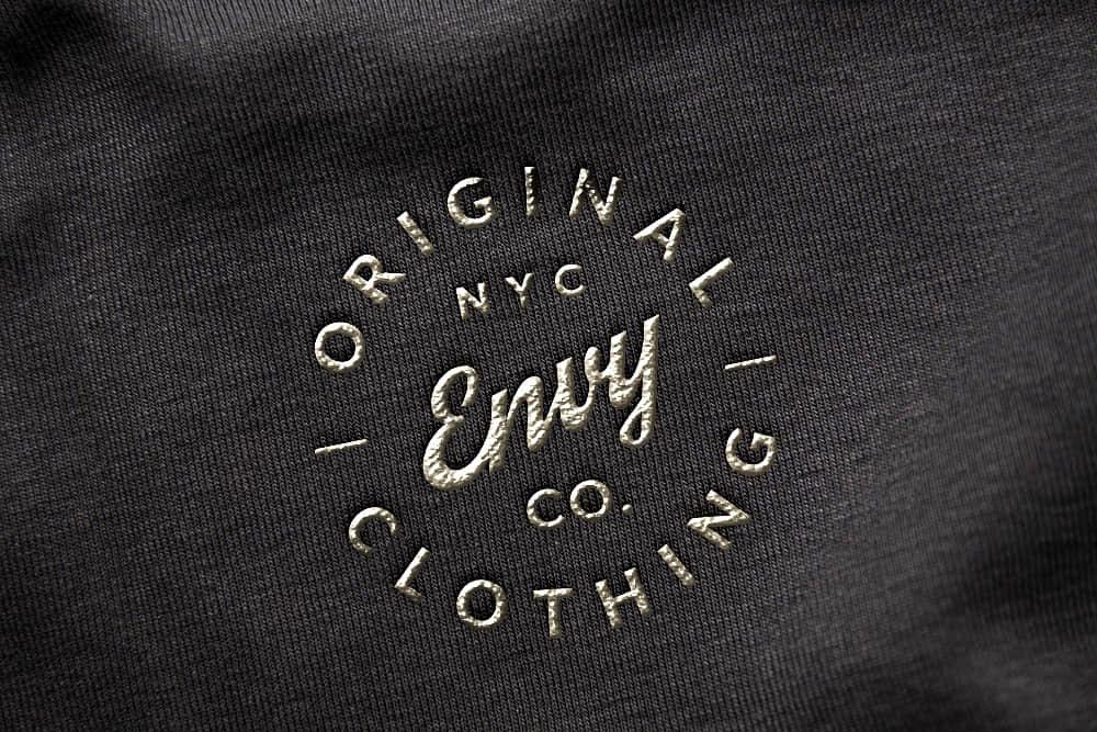logo展示psd样机黑布刺金绣效果图