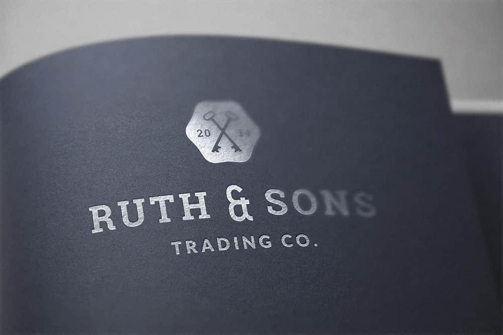 logo展示psd样机黑卡烫银效果图