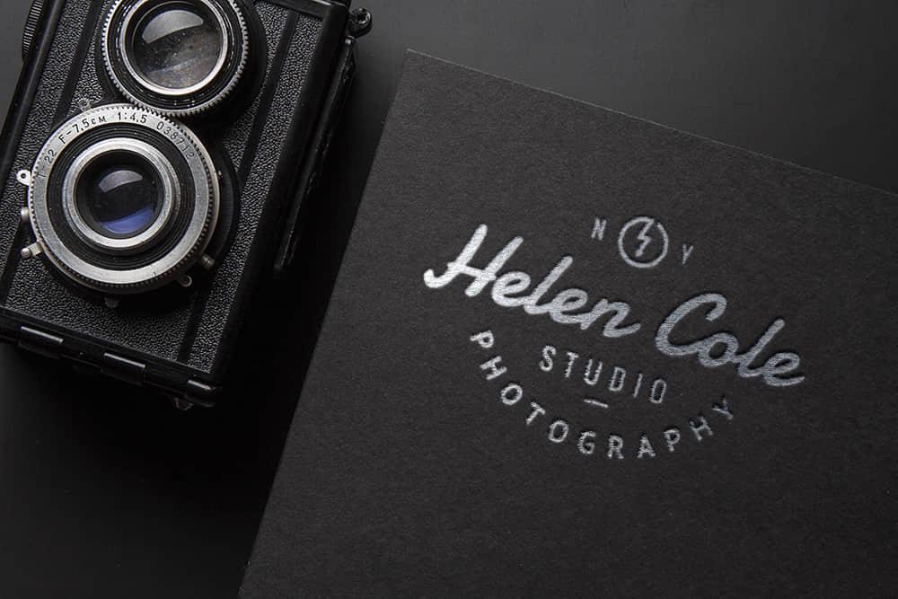 logo展示psd样机黑卡压印烫银凹印效果图