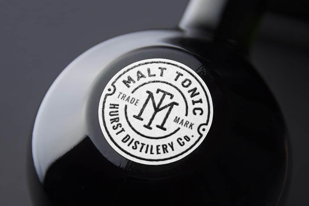 logo展示psd样机酒瓶贴纸效果图