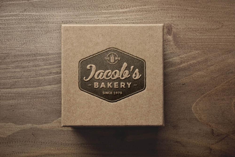 logo展示psd样机牛皮纸盒压印效果图