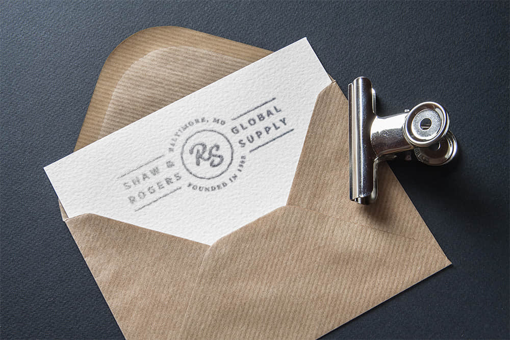 logo展示psd样机信封白纸特种纸烫银效果图